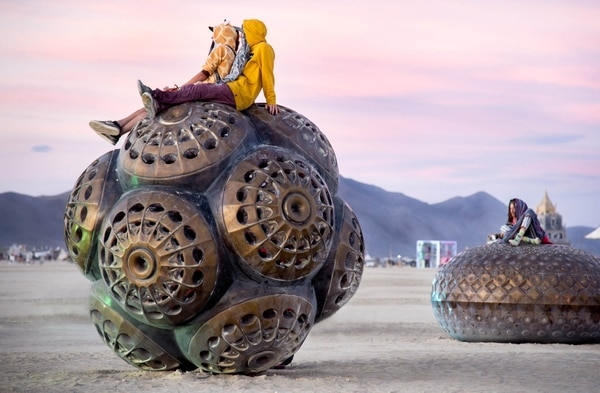 Grandes instalaciones en Burning Man (Dust to ashes)