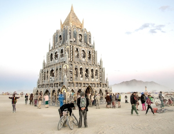 Burning Man: una ciudad temporaria en el desierto (Dust to ashes)