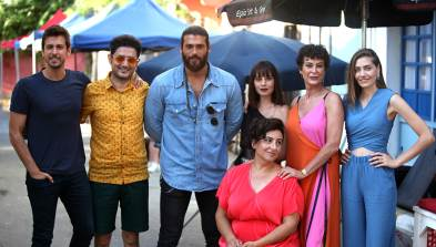 Elenco con Can Yaman